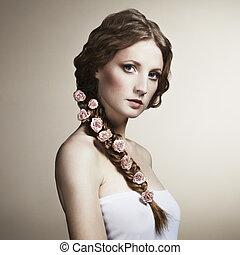 retrato, de, um, mulher bonita, com, flores, em, dela, cabelo