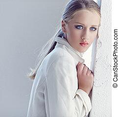 retrato, de, um, mulher, com, azul, eyes.
