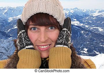 retrato, de, um, mulher jovem, congelação, em, a, gelado, em, inverno, em, a