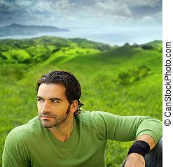 retrato, de, um, relaxado, good-lookiing, homem jovem, em, bonito, colocação natural, desgastar, um, suéter verde