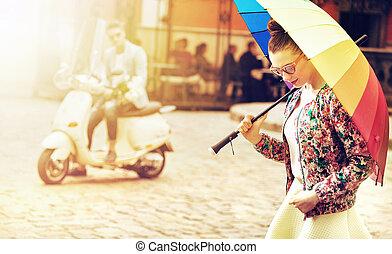 retrato, de, um, senhora jovem, segurando, um, coloridos, guarda-chuva