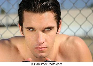 retrato, de, um, shirtless, sério, homem jovem