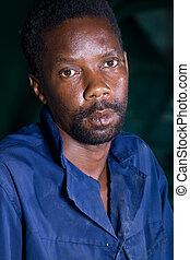 retrato, de, un, africano, trabajador fábrica