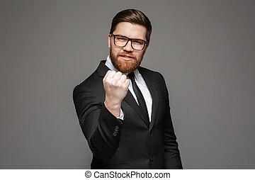retrato, de, un, enojado, joven, hombre de negocios
