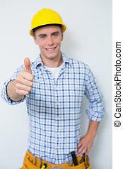 retrato, de, un, factótum, en, sombrero duro amarillo, el gesticular, pulgares arriba