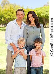 retrato, de, un, familia , en el parque