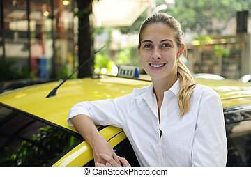retrato, de, un, hembra, taxista, con, ella, nuevo, taxi