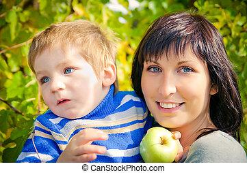 retrato, de, un, hermoso, joven, madre, y, ella, poco, hijo, en, el, naturaleza