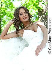 retrato, de, un, hermoso, joven, novia, en el parque