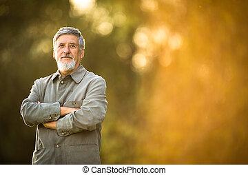 retrato, de, un, hombre mayor, aire libre