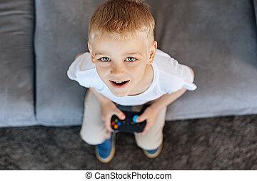retrato, de, un, joven, apasionado, poco, gamer