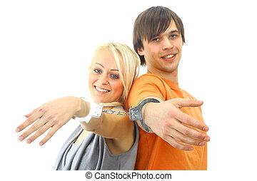 retrato, de, un, joven, pareja adolescente, sonriente, contra, fondo blanco