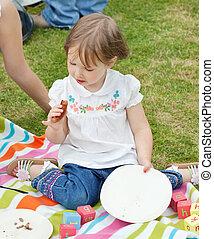 retrato, de, un, niña, tener un picnic