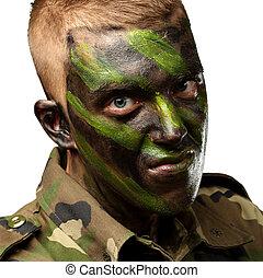 retrato, de, un, soldado, con, camuflaje, pintura