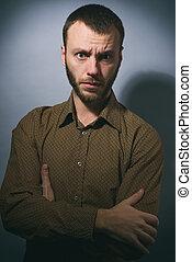 retrato, de, zangado, homem enfrentado