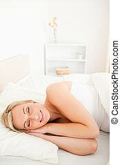 retrato, deslumbrante, loiro, mulher, dormir