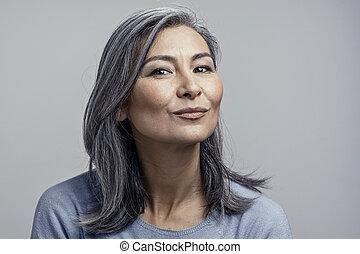 retrato, estúdio, fêmea asiática, maduras