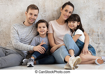 retrato, família, feliz, crianças, cinzento, dois, experiência.
