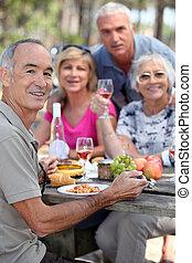 retrato, gente, picnic, más viejo