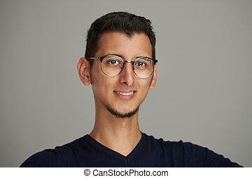 retrato, homem, jovem, óculos