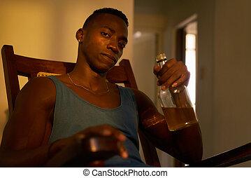 retrato, homem preto, bebendo, álcool, casa, bêbado, marido