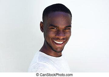 retrato, homem sorridente, jovem, africano