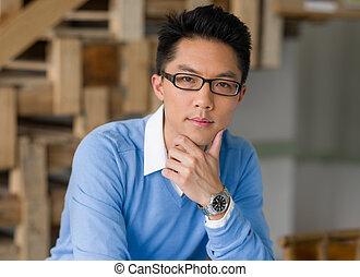 retrato, jovem, homem negócios