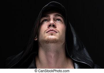 retrato, joven, capucha, hombre