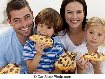 retrato, living-room, comer, família, pizza