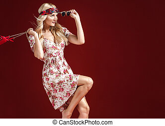 retrato, loura, vestido, florescido, hippe, desgastar