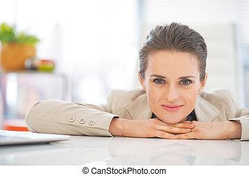 retrato, mulher, escritório, negócio