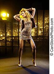 retrato, mulher, esperto, dançar