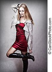 retrato, mulher jovem, moda, excitado