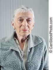 retrato, mulher sênior, indoors.