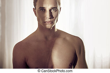 retrato, muscular, sujeito, loura, closeup