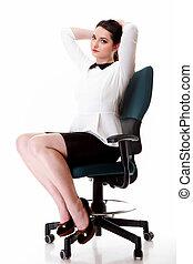 retrato, negocio serio, mujer se sentar sobre el sillón de la presidencia