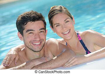 retrato, par, atraente, piscina