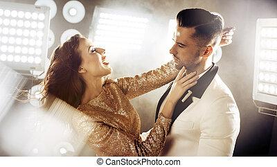 retrato, par dançando, partido, elegante