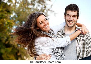 retrato, par, feliz, outdoors., abraçar