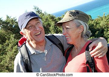 retrato, par, sênior, hiking, dia