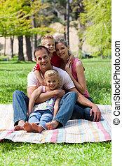 retrato, piquenique, família jovem, tendo