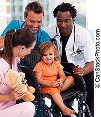 retrato, poco, paciente, equipo médico