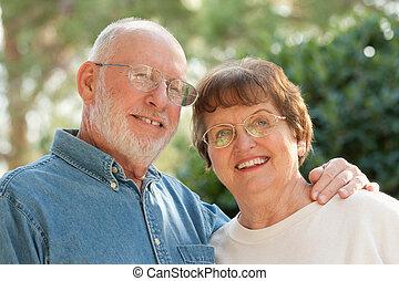 retrato, sênior, ao ar livre, par, feliz