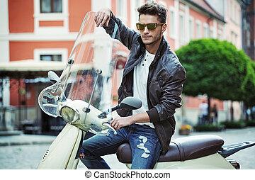retrato, scooter, bonito, homem jovem