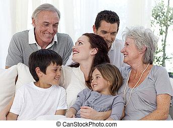 retrato, sofá, familia , sentado