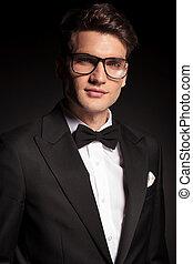 retrato, sorrindo, homem jovem