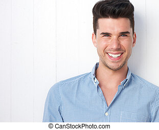retrato, sorrir feliz, homem jovem