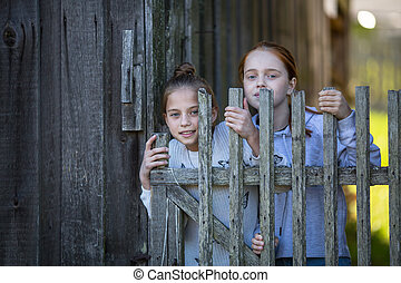 retratos, niñas, dos, aldea, outdoors., amigos