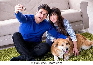 retriever doré, chien, famille, heureux