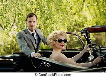 retro , ζευγάρι , και , ανοιχτό αυτοκίνητο